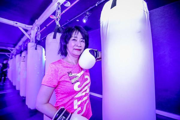 國民黨立委李貴敏也參加拳擊特訓。(朱立倫辦公室提供)