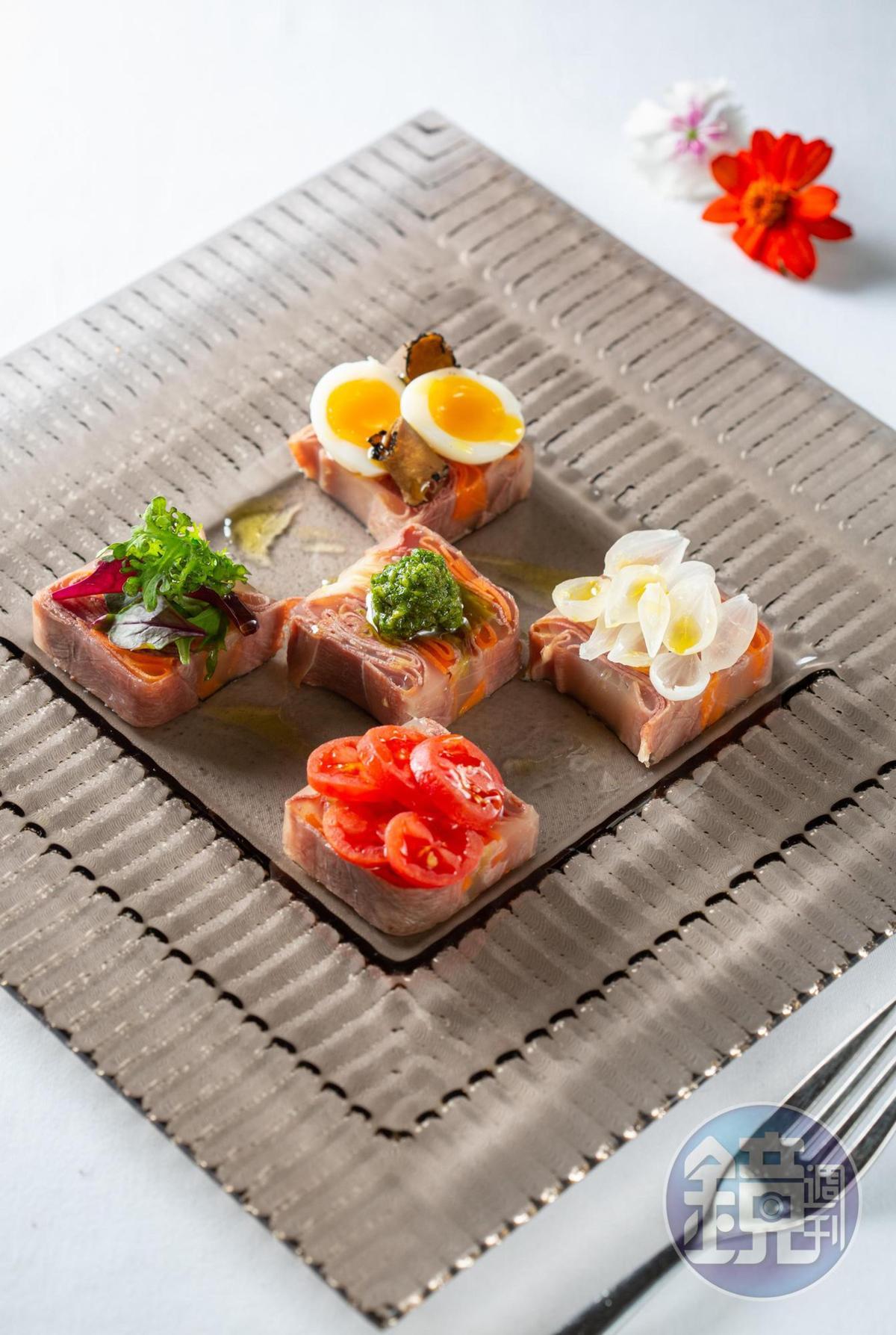 「義式牛舌佐傳統風味綠醬」將牛舌如三明治包在晶凍裡,點綴義大利牛肚三明治搭配的傳統綠醬,增添清香。(520元/份)