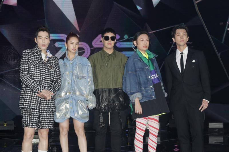 《菱格世代DD52》女團選秀節目今晚錄製總決賽,蕭敬騰和魏如萱擔任評審嘉賓。