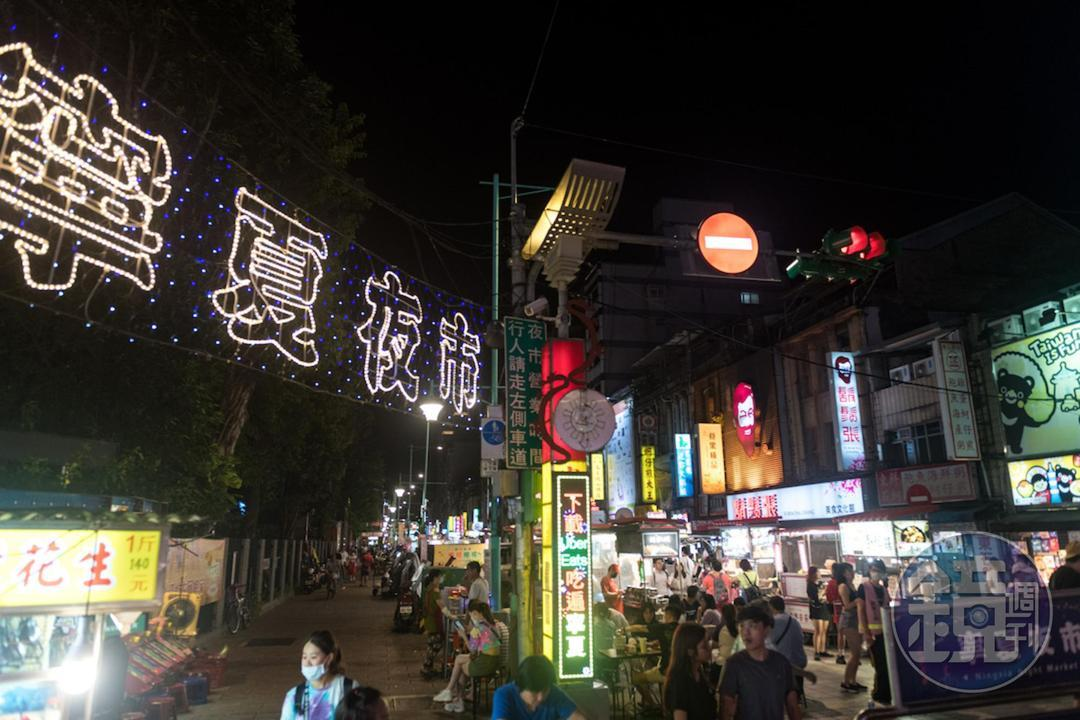寧夏夜市是小吃的華麗舞台,唯有實力派才能屹立不搖。
