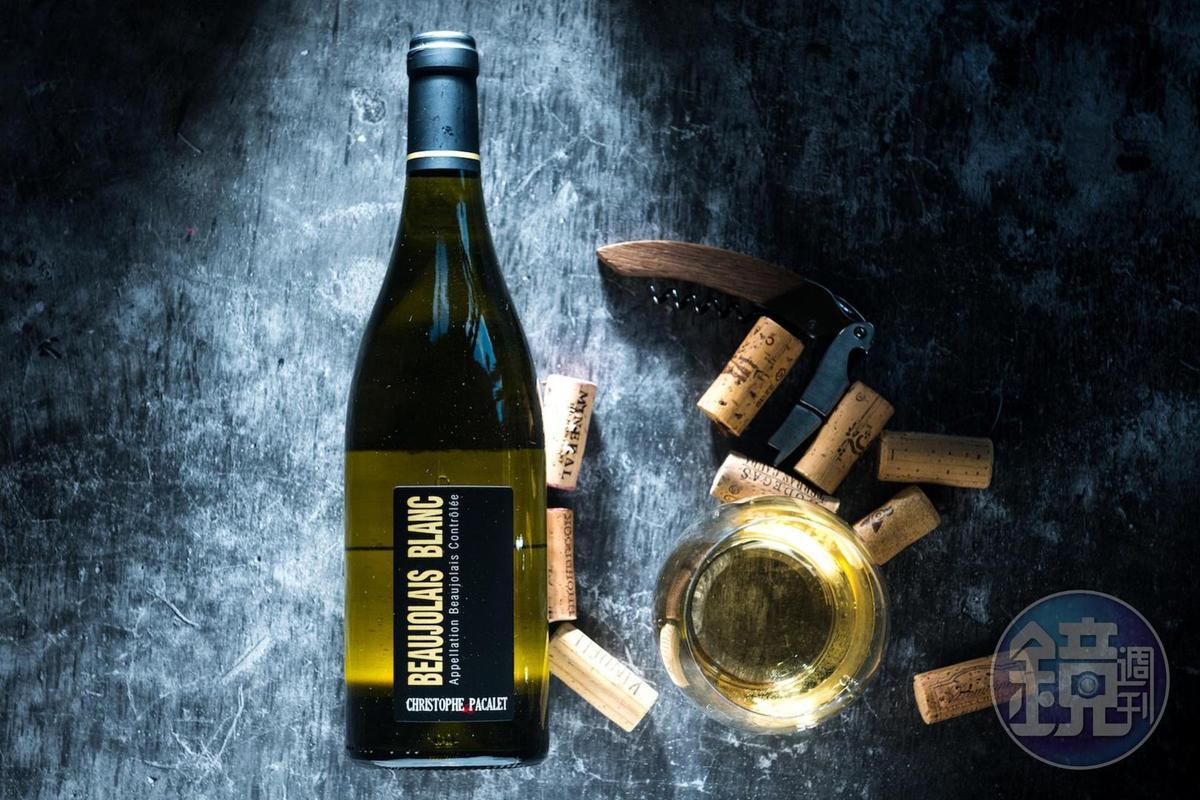 「Christophe Pacalet Beaujolais Blanc 2016」以夏多內葡萄釀製的白酒,與海鮮料理絕配。(980元/瓶,代理商:新生活)