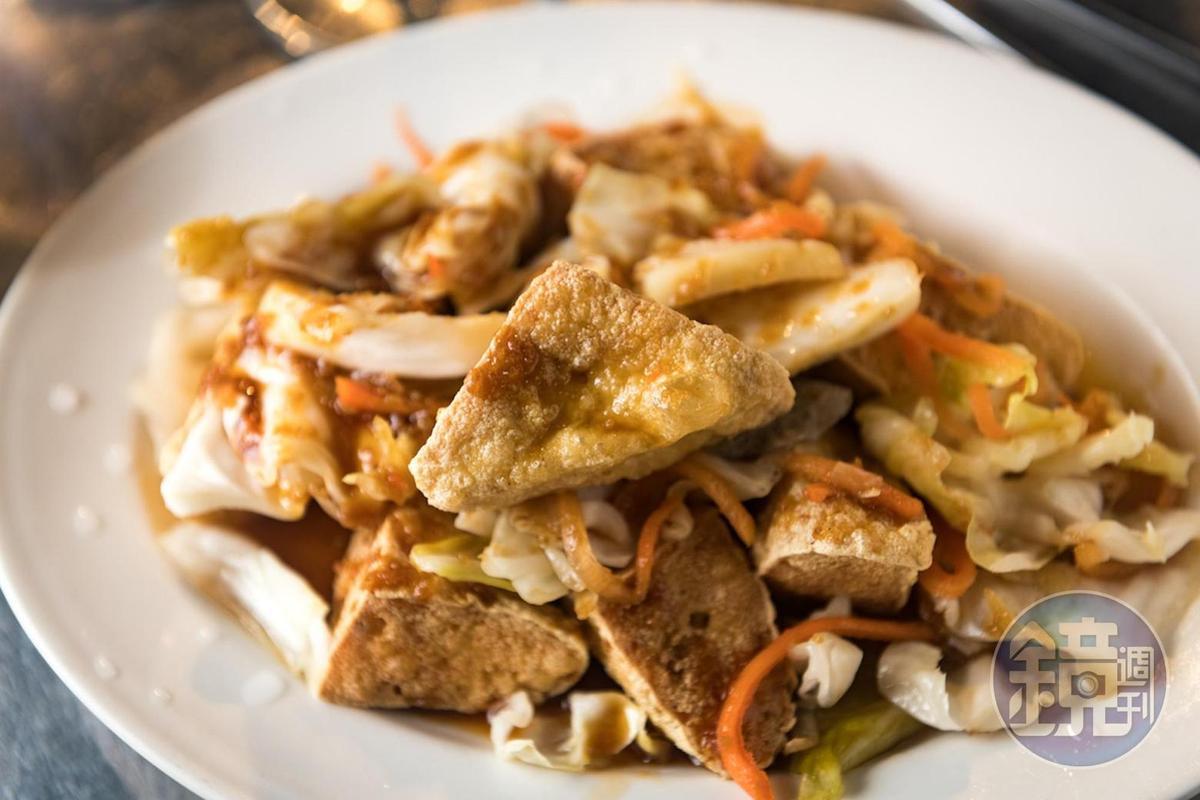 「里長伯」炸臭豆腐香酥鮮嫩。(50元/份)