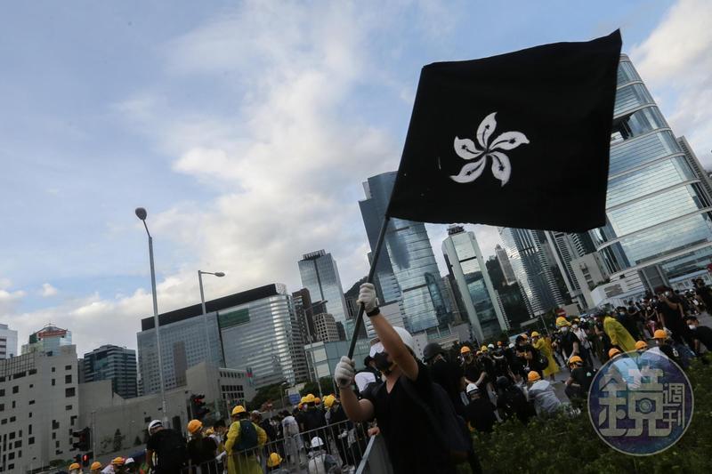 港版國安法通過後,香港人的處境更加艱困,英國政府也承諾將給予協助。(圖為反送中運動,本刊資料照)