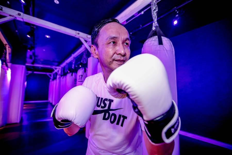 國民黨前主席朱立倫率洪孟楷等藍委進行拳擊特訓。(朱立倫辦公室提供)