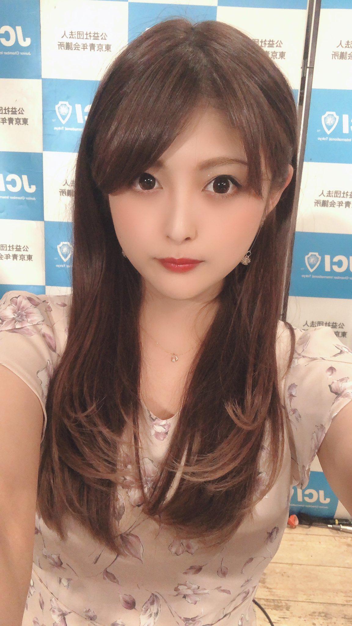 新藤加菜今年27歲,最近參加東京都北區都議員補選,要和其他4名女性候選人爭取1個席位。(翻攝自新藤加菜推特)