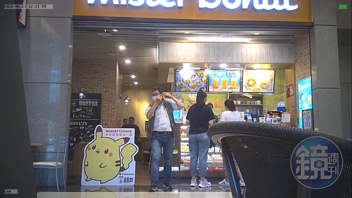 張益贍6月23日中午從南港車站的Mister Donut離去。