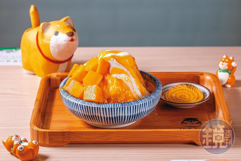 季節限定的「芒果起司蛋糕」,以芒果製作冰磚,加上芒果醬及新鮮芒果,是又香又濃的愛文滋味。(220元/份)