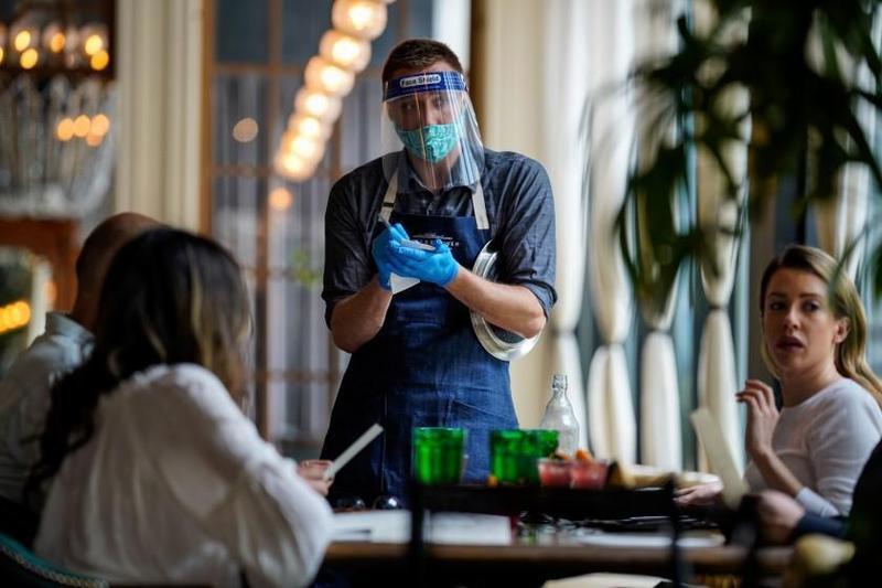 戴不戴口罩在美國近來成了棘手議題,有餐廳甚至無法再忍受客人的攻擊而決定暫停營業。(翻攝圖特)
