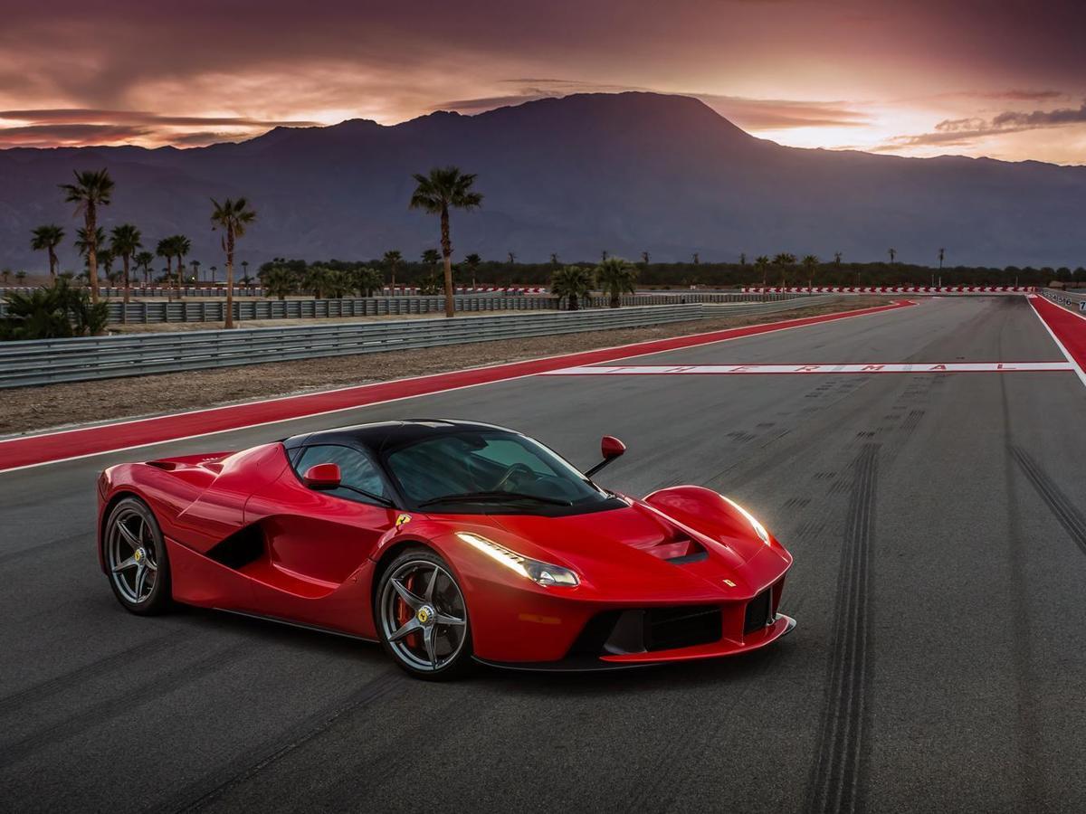 以品牌來定義跑車是最簡單的方法,因為它們只做跑車。圖為FERRARI La Ferrari。