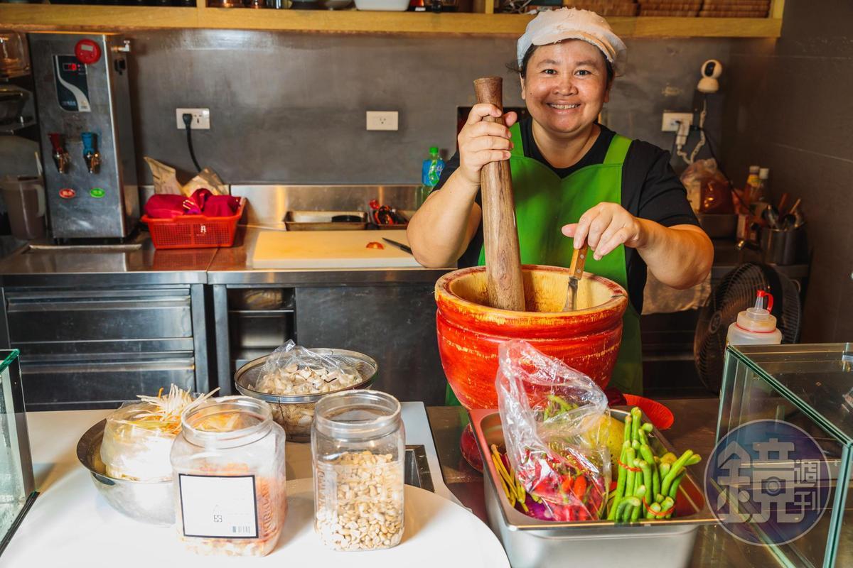 因為有泰籍廚師,讓菜色的調味相當道地。