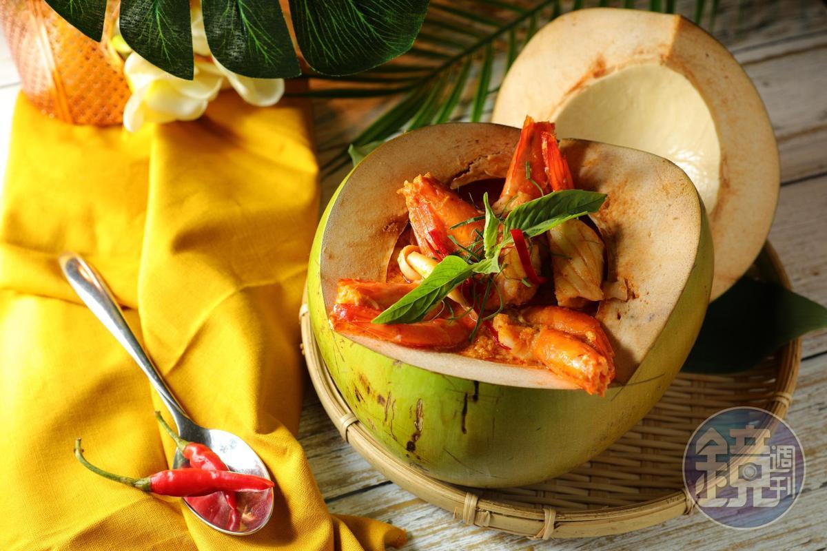 「椰子海鮮咖哩」吃得到白蝦、蛤蜊、中卷、小貝柱,紅咖哩醬汁有椰奶的香氣,微辣下飯。(530元/份)