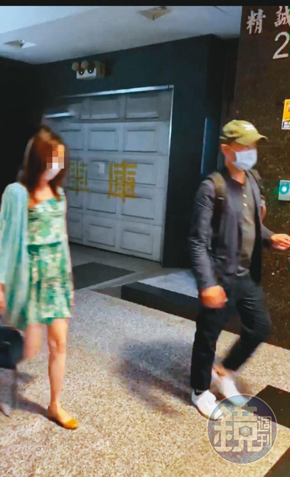 朱康震(右)與女下屬(左)下班後常一起吃飯、約會。(讀者提供,圖經變裝變色處理)