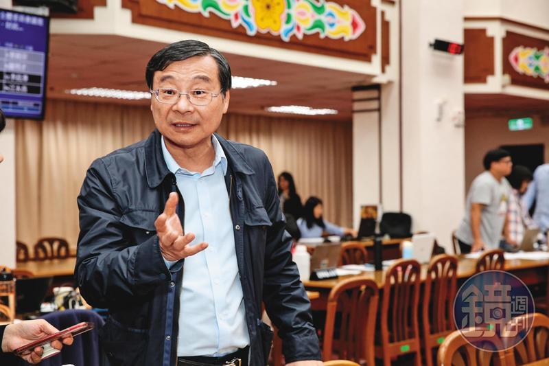 曾銘宗(圖)曾找來3家公股銀行開協調會,替潤寅展延還款,事後他稱不認識潤寅負責人,卻被楊文虎證詞打臉。