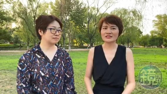 丈夫的消失讓她們認識彼此。5年來,王峭嶺(左)、李文足和姐妹們總是互相勉勵,就算丈夫陸續出獄,眾人還是陪著李文足發聲、抗爭,等著王全璋歸來。圖為兩人在北京近郊一處公園接受本刊視訊訪問。