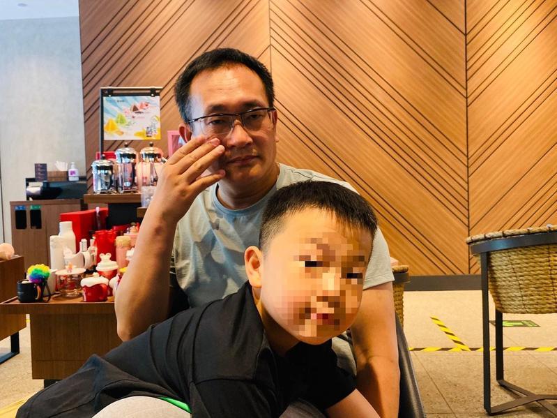 王全璋回家後常陪兒子玩,最近煩惱起兒子個性有點太像他,「有點兒叛逆。」(王全璋提供)