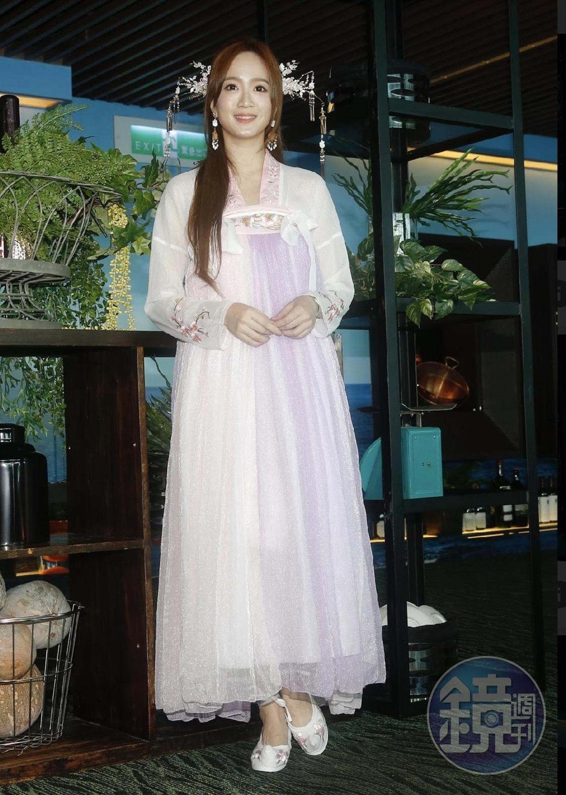 程依禾長相神似韓星朴敏英,被封為「史上最正女董座」。