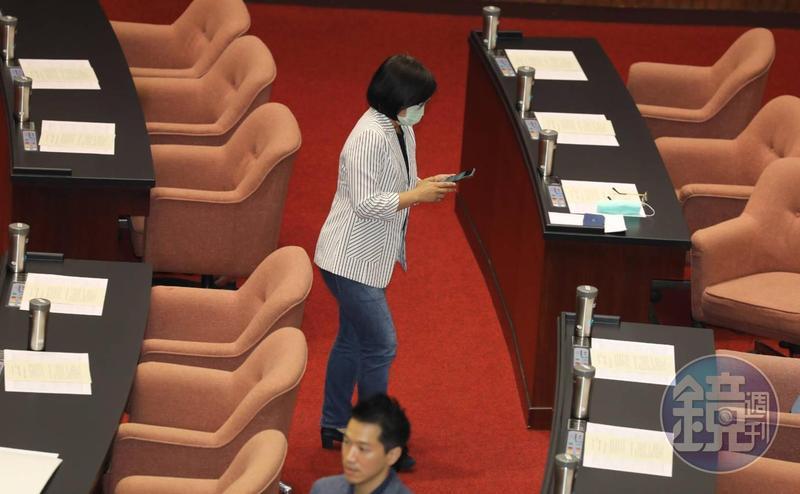 民進黨立委林淑芬今(10日)上午因利益衝突迴避,並未領取考試委員同意權選票。