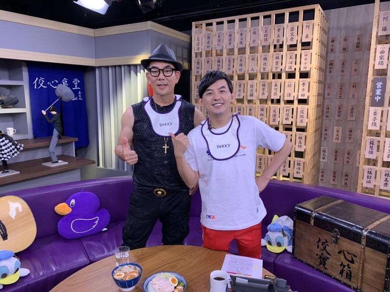 任賢齊上黃子佼節目,展現幽默感。(Yahoo tv 提供)