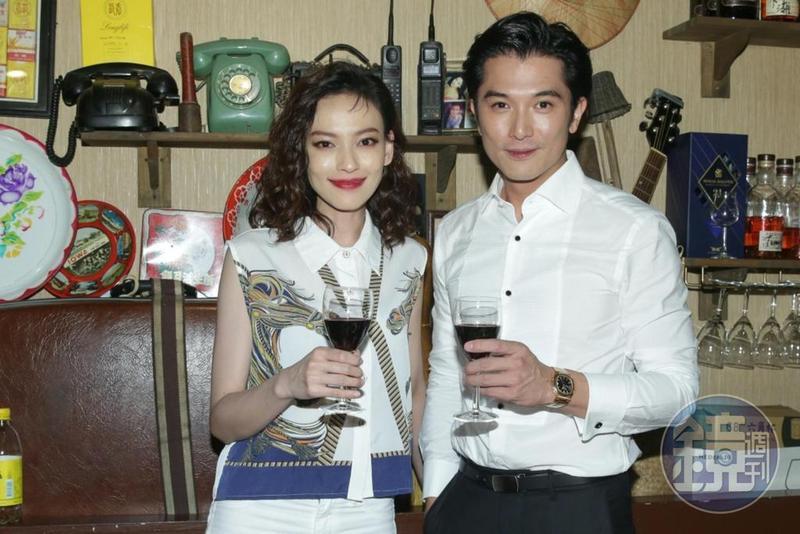 姚以緹(左)、邱澤一起參加《江湖無難事》慶功宴。