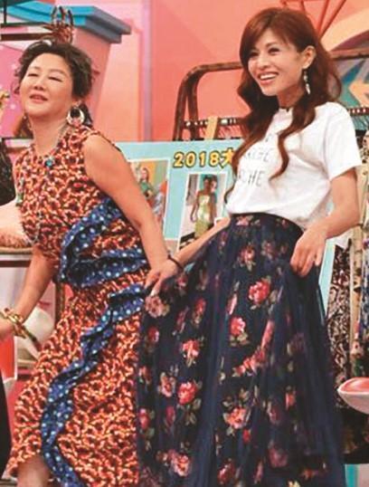 藍心湄(左)經常在《女人我最大》節目,和林葉亭(右)等人一起指導時尚穿著。(翻攝自李佑群臉書)