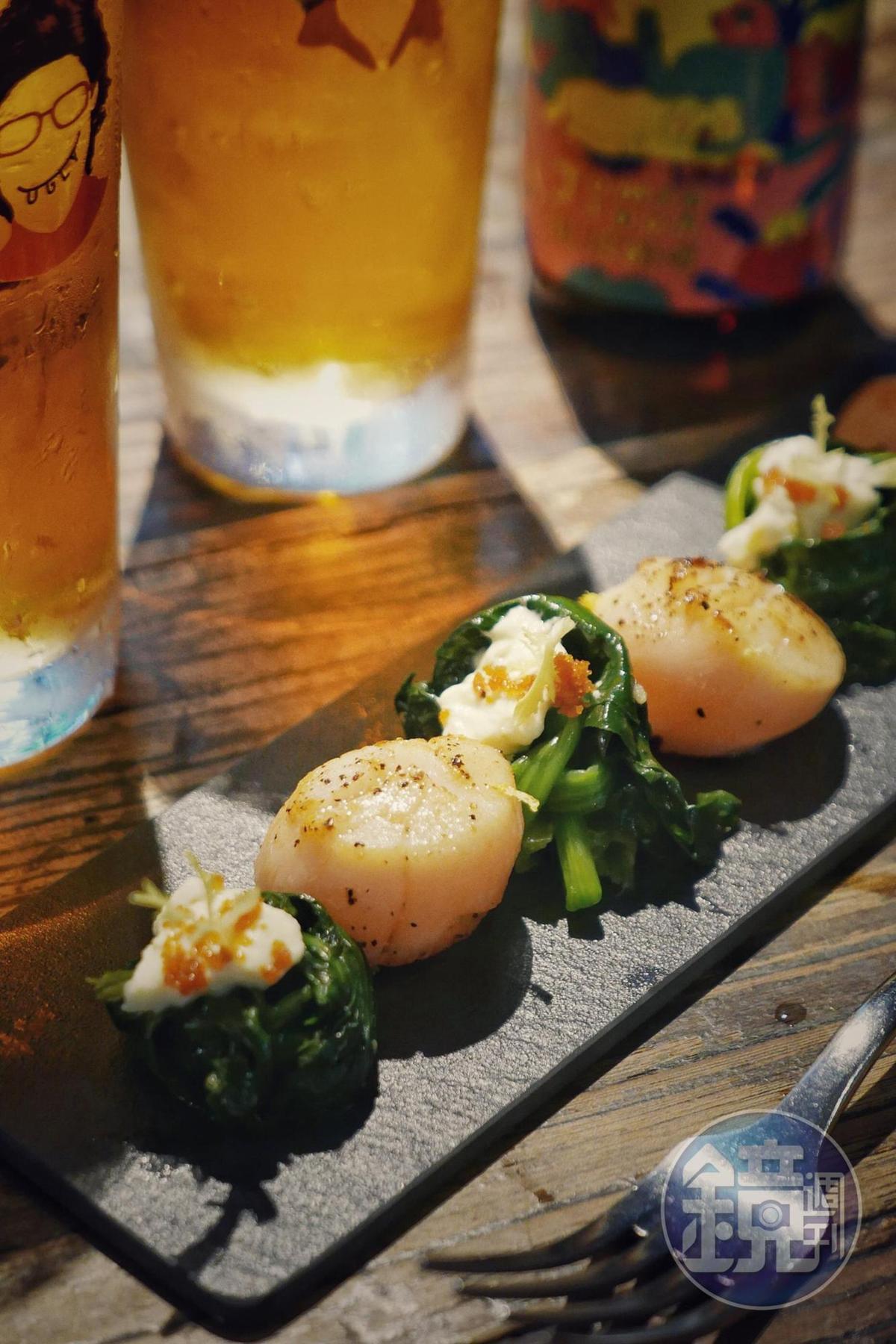 預計8月份登場的新菜「強蒜炙燒鮮干貝」,就連配菜菠菜也美味道很搶戲。(300元/份)