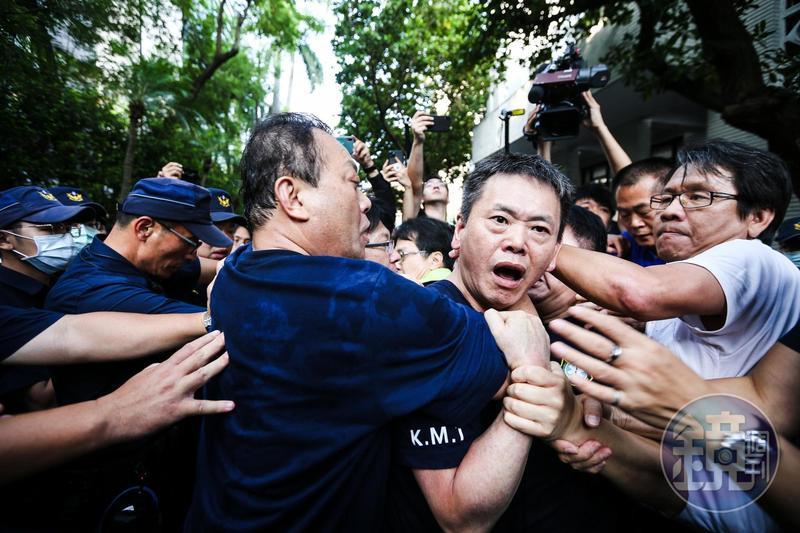 陳菊進入議場時,國民黨立委與民進黨立委爆發嚴重衝突。