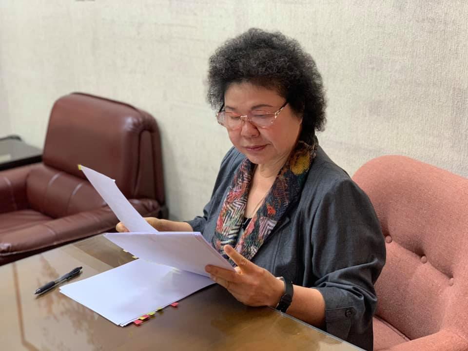 陳菊上午8時許在臉書貼出照片,強調她已經順進入議場準備接受審查。(翻攝自陳菊臉書)