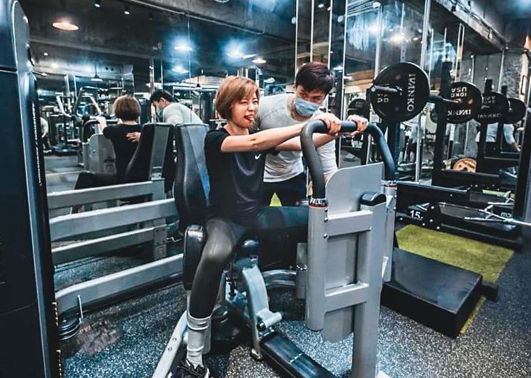 王瞳常常跟馬俊麟上健身房重訓,也因此跨越了友誼的那條線,就連幽會也選在健身房。(翻攝自王瞳臉書)