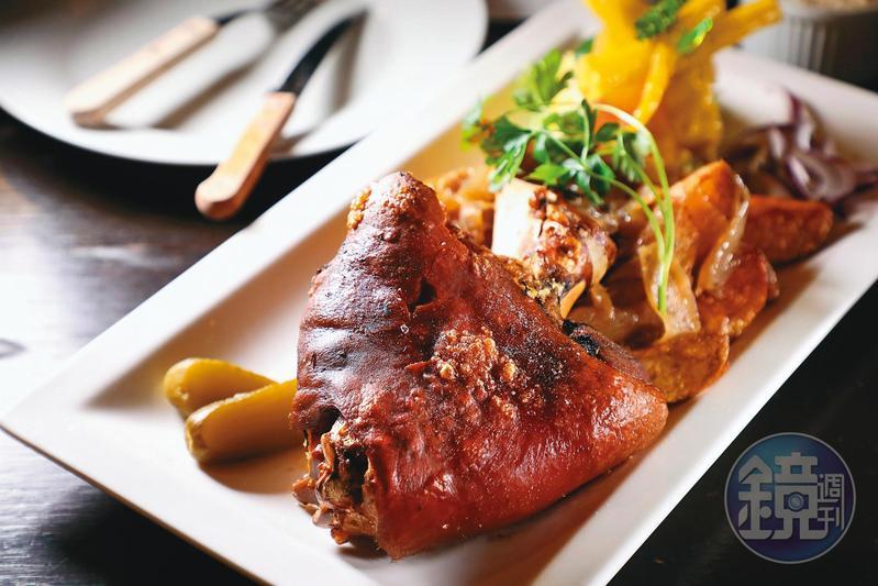 個頭超大的「脆皮豬腳」,是崇尚肉食主義的匈牙利人的最愛。(3,100福林/份,約NT$287)