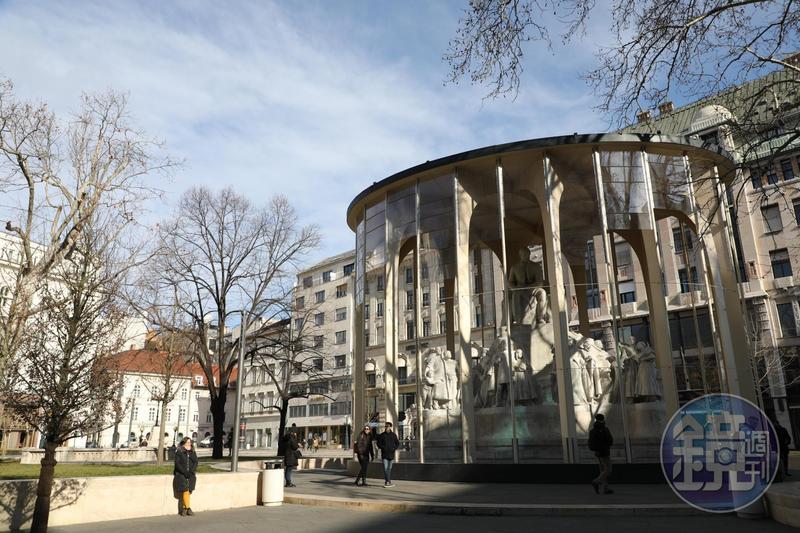 瓦茨街(Váci Utca)就在這個圓環雕塑附近,是Jassica特別推薦的步行街,周圍有許多餐廳與商店,是遊客購物的大本營。
