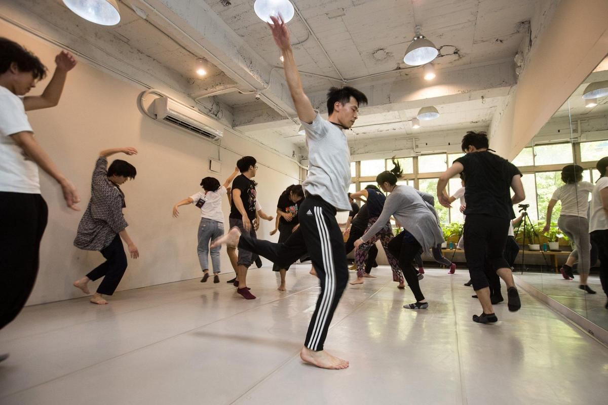 吳維緯老師傳授肢體語言與聲音訓練的連結。(圖/鏡好聽提供)