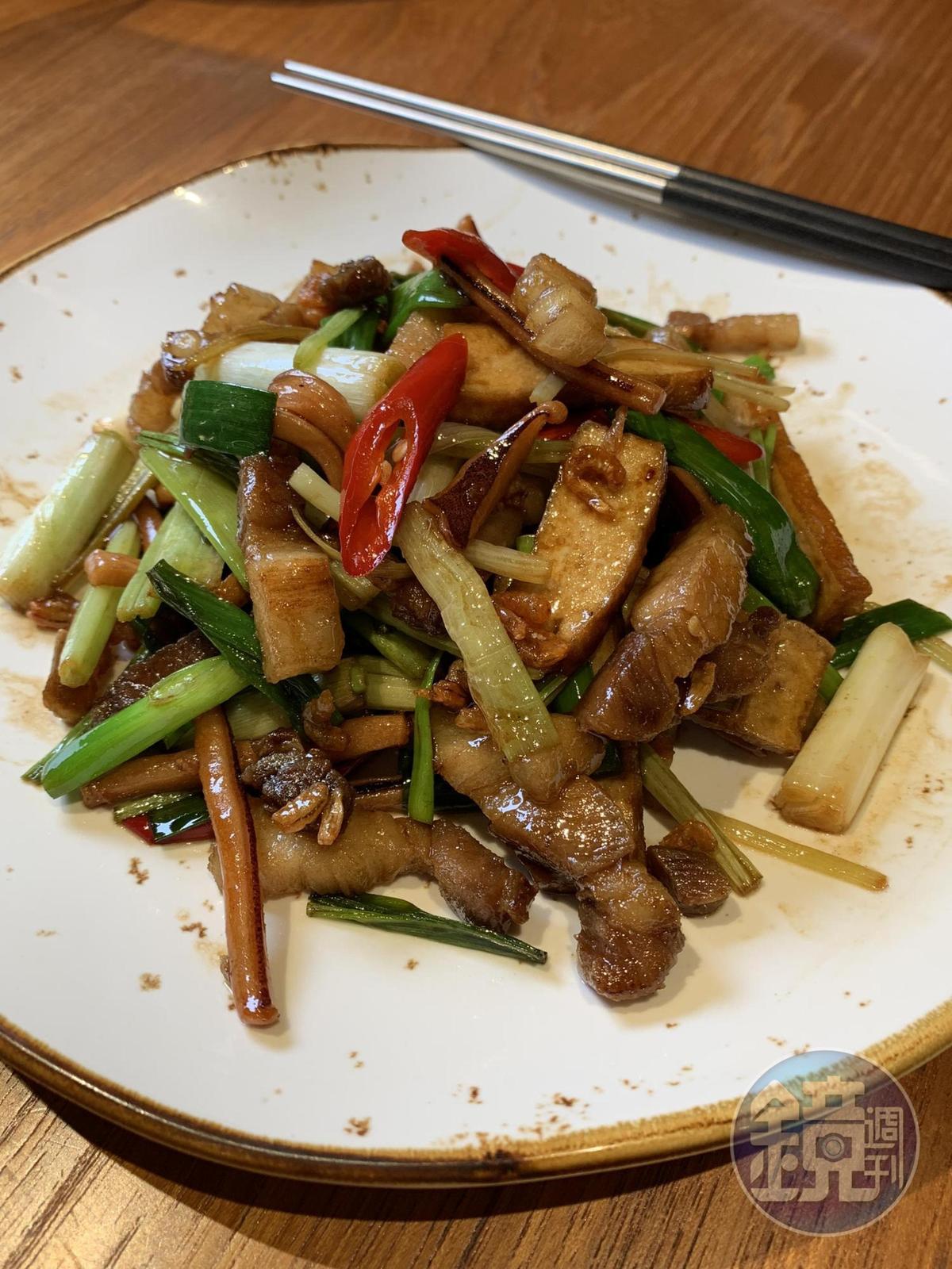 鑊氣十足的「五花魷魚小炒」,靠蝦米勾出濃鹹滋味。(2人套餐菜色)