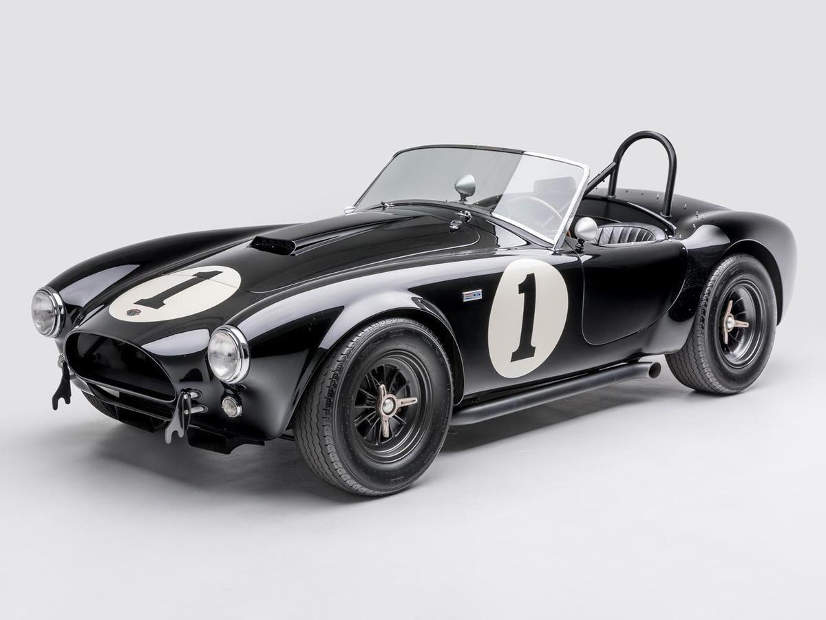 當美國暴力引擎帶來的野蠻力量與英國細致的設計美學相融合後,SHELBY Cobra於焉誕生!