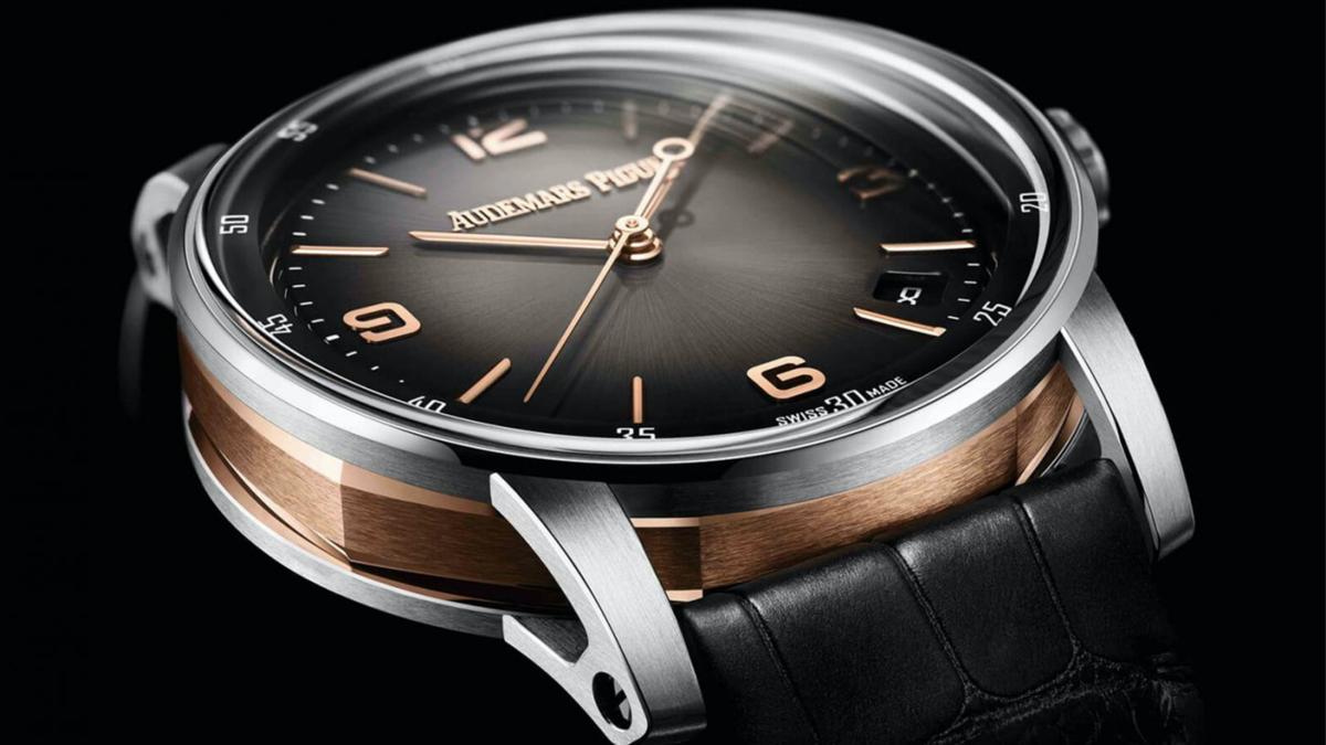 Code 11.59今年在大三針日期和計時碼錶功能,加入五款新色,組合出十款新錶,其中淺灰和深灰的面盤是雙色金錶殼,顏色之外材質也做了變化。