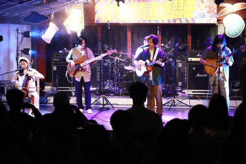 老王樂隊與公視青少節目《青春發言人》合作,創作單曲〈這樣就好 這樣就好〉於日前首演。(公視提供)