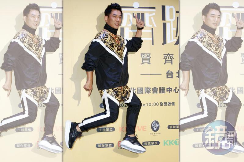 減重成功的任賢齊應拍照要求輕快跳了起來,體能已漸回到拍《跑馬》前的狀態。