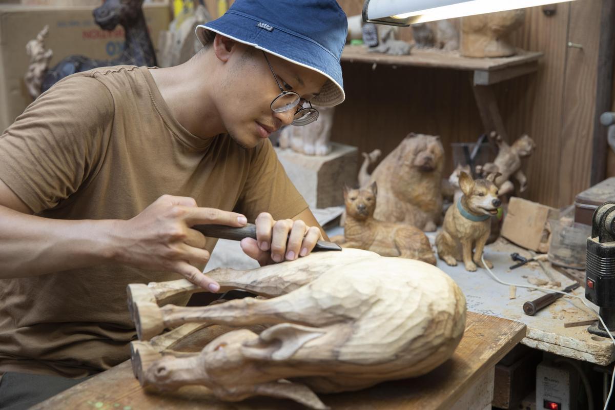 陳凱智擅以動物為主題,並融入自身想法改變形體。