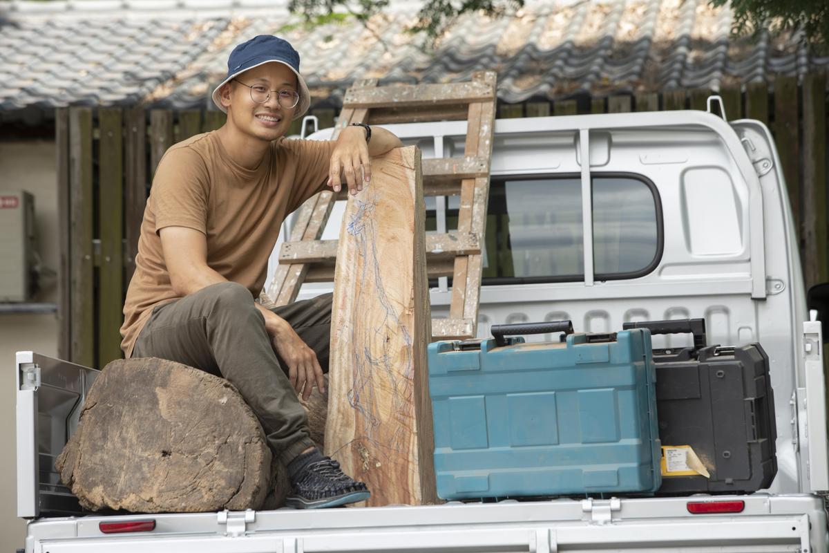 多虧了750mm的低貨台,就算是沉重的木材也能輕鬆裝載上車。