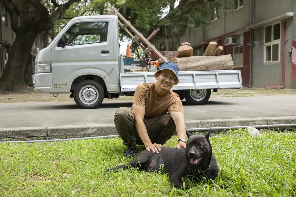 陳凱智與愛犬小嚕總是形影不離, Carry副駕1+1的空間,讓他們去哪都能黏在一起。