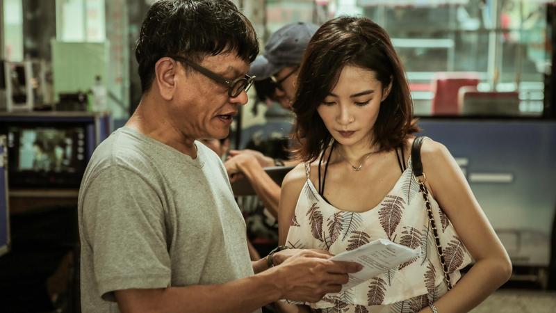 《野雀之詩》導演施立透露,2人初次見面時李亦捷(右)狼狽躲雨、缺乏自信的模樣,讓他一看就認定是她。(好威映象提供)