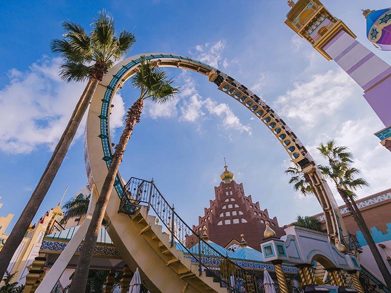 交通部長林佳龍已指示觀光局,學生暑假爽玩遊樂園方案確定不取消。(翻攝六福村官網)