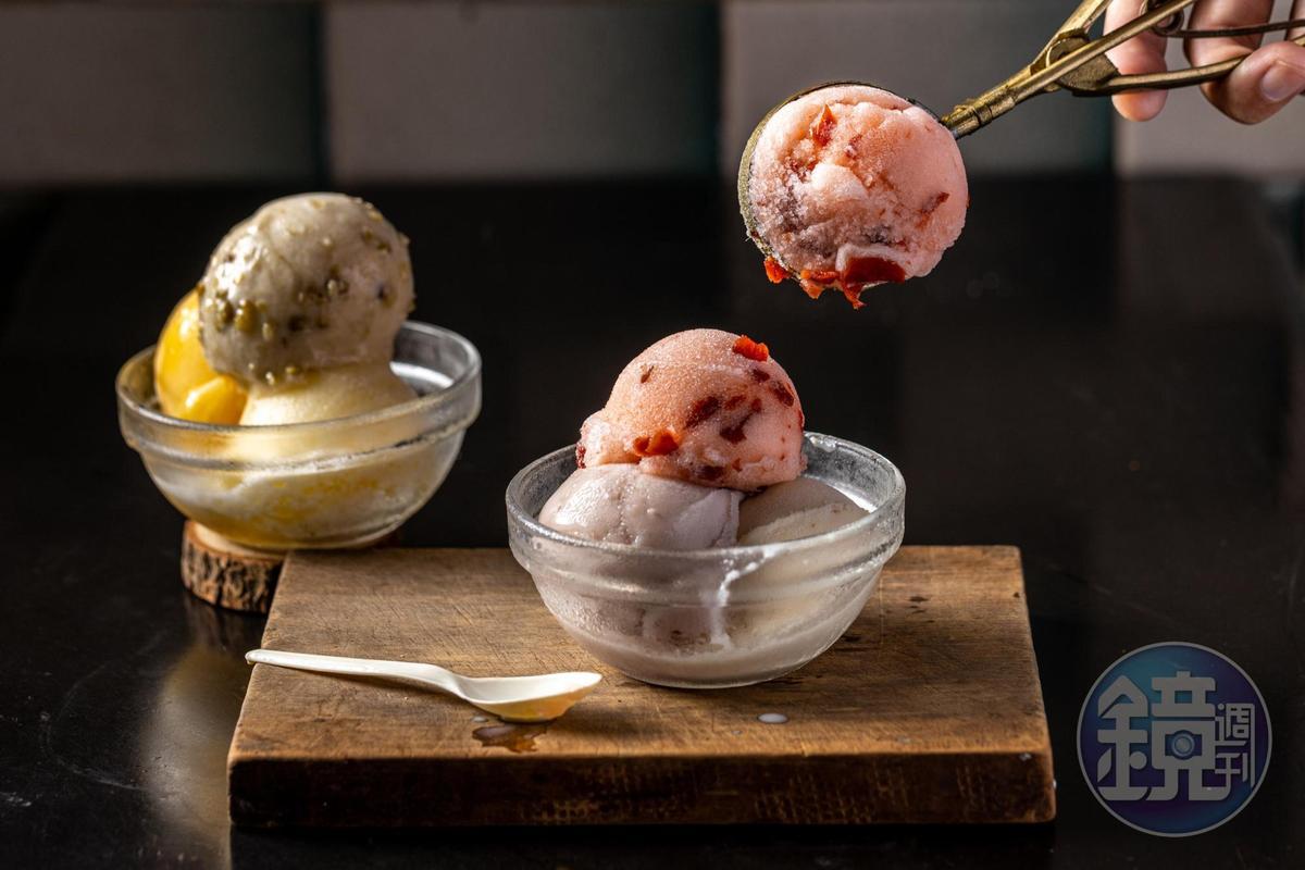不含乳脂的「雪冰」解渴不膩人,「芋頭」「綠豆」「花生」是雋永的古早味,「酸梅」「芒果」「鳳梨」則有水果的清新鮮爽。(皆45元/3球)