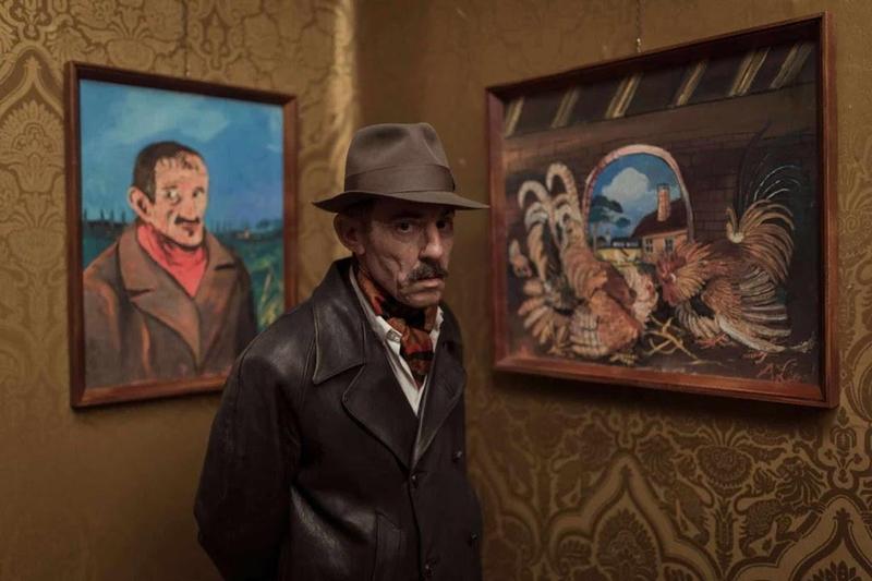 《隱藏的畫家》片中出現安東尼奧利加布與作品自畫像和鬥雞。(傑捷提供)