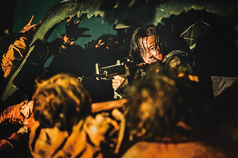 姜棟元在《屍速列車2:感染半島》接棒孔劉,回到韓國與活屍正面對決。(翻攝自Kakao Gallery)