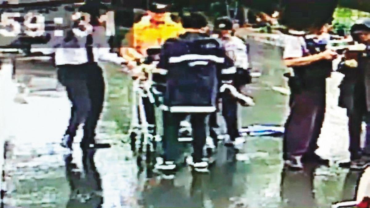 林男被刺15刀,雖送醫急救,最後仍然傷重不治。(翻攝畫面)