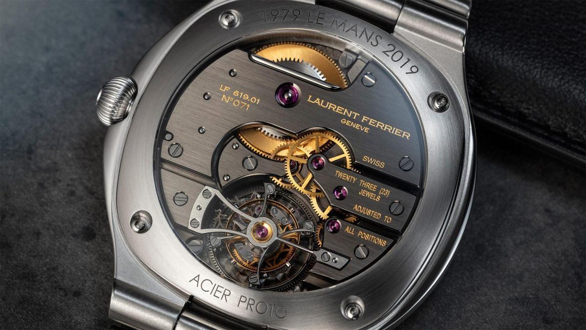Tourbillon Grand Sport腕錶看似簡潔的背後,藏著一顆極其複雜的手上鏈陀飛輪機芯。