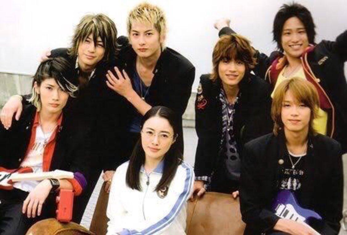 三浦春馬(左一)與三浦翔平(左二)合演《極道鮮師3》成為好友。(網路圖片)
