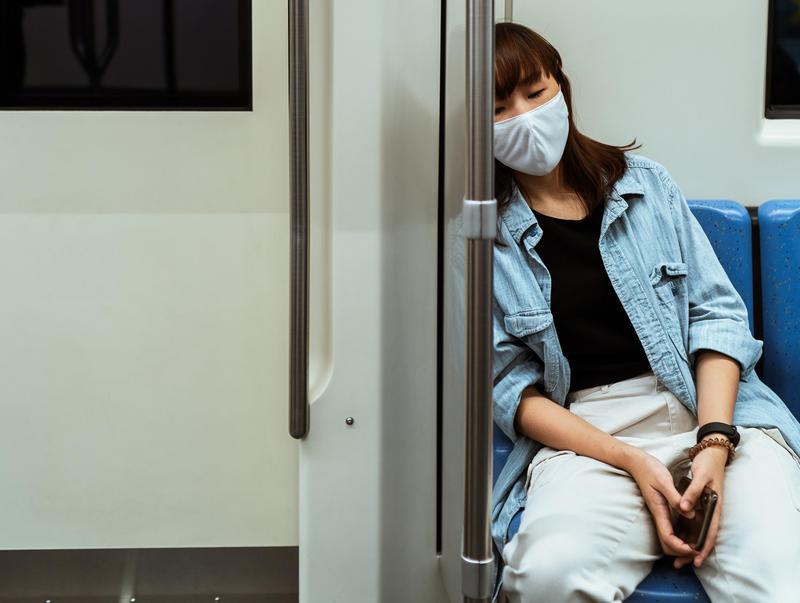 南韓中央疾病防治中心於本月17日才證明配戴口罩能確實防止病毒傳播,呼籲民眾務必配戴。示意圖。(Pexels/Ketut Subiyanto)