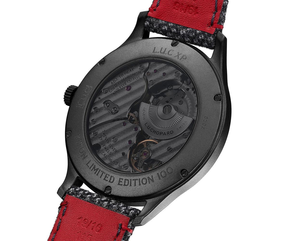 這款作品的基礎為L.U.C XP超薄腕錶,裝載L.U.C 96.53-L機芯,為微型自動盤。同時為了呼應DLC錶殼的黑色外型,透明後底蓋也經過黑化處理。