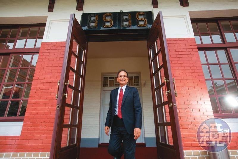 立法院長游錫堃認為,立法院若要原地改建有5大困境,因此應朝遷建方向規劃。